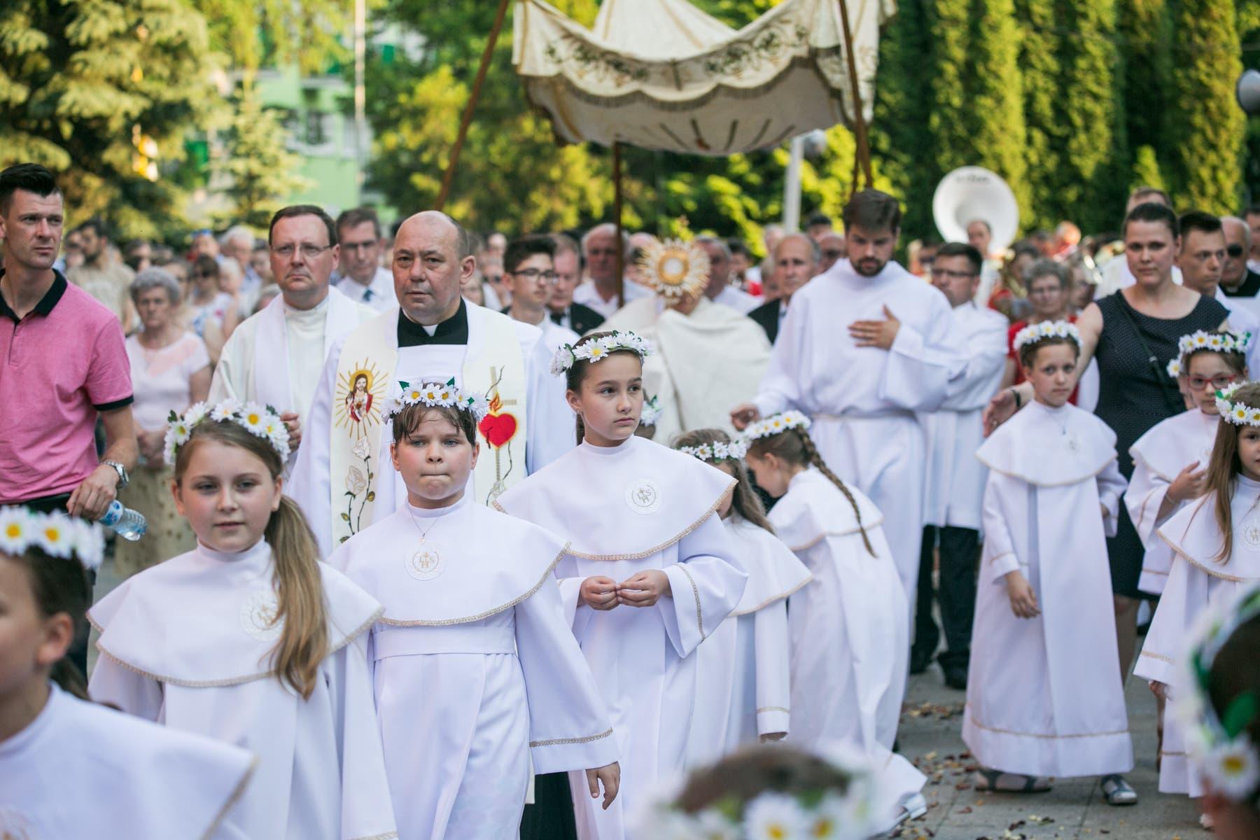 Boże Ciało 2018 – dzieci komunijne i bielanki